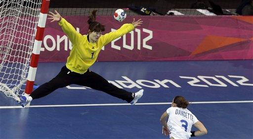 Stjerneteknikker utfordrer håndballmålvakter på vertikal spenst.